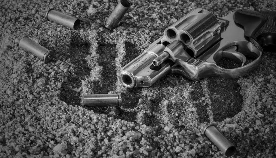 maierà spedizione punitiva pistola