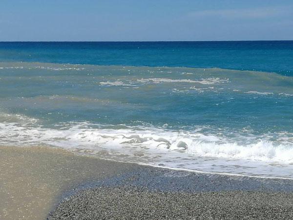Il torrente Licciardo colora di marrone il mare