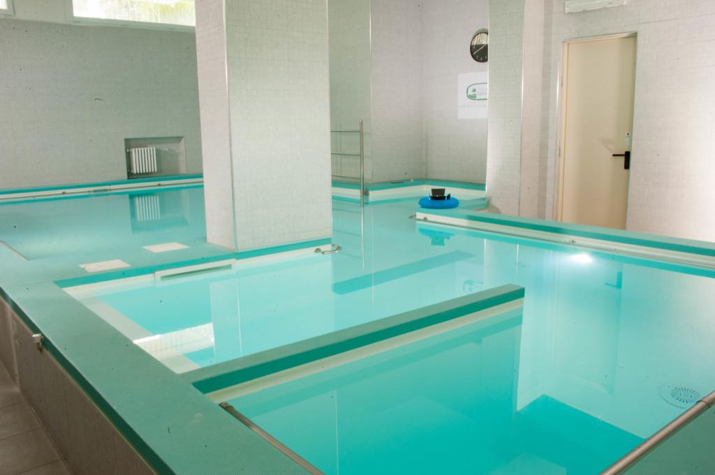 Il calore dell'acqua aiuta a rilassarsi ed i muscoli possono essere allungati in modo più efficiente quando sono rilassati.