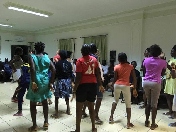 I volontari hanno coinvolto una scuola di danza di San Nicola Arcella.