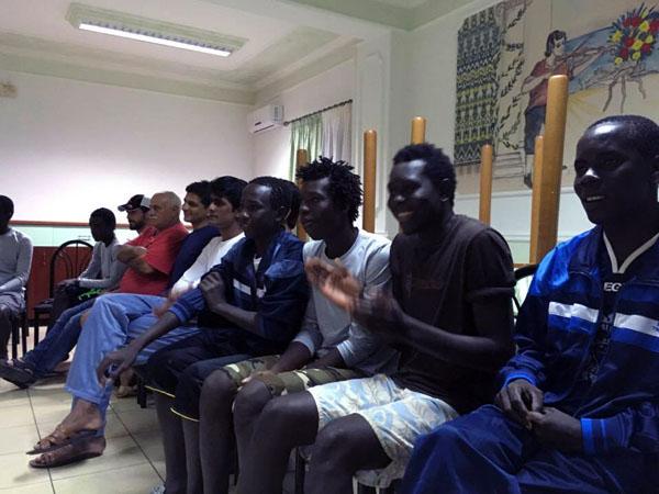 migranti_hotel_serata_ballo_in