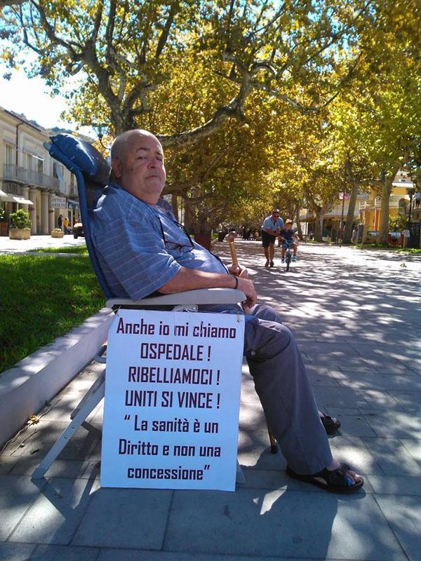 Gino Domenico Spolitu in sciopero della fame su Viale della Libertà