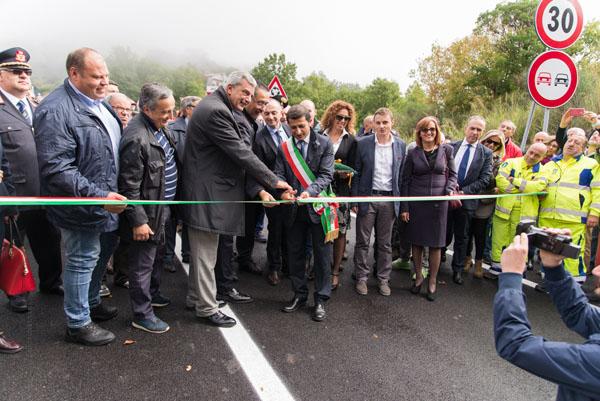 Il momento dell'inaugurazione. A sinistra Mimino Ricciardi (foto: Mariano Schettini)