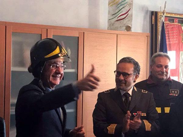 Il sindaco di Fuscaldo Gianfranco Ramundo gongola e fa il pompiere
