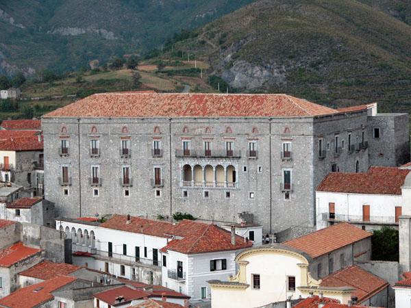 aieta borgo italia palazzo