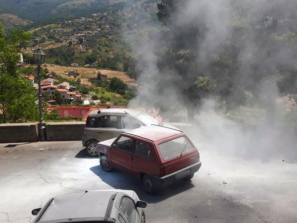 belvedere marittimo auto incendiata