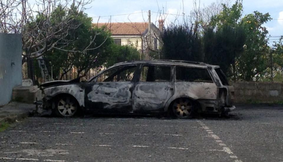 marcellina auto incendiata