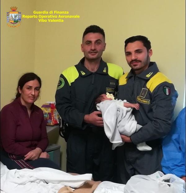 migranti neonato salvato crotonese melissa