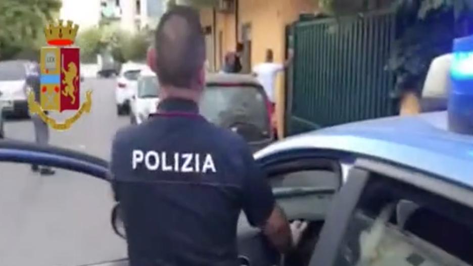 corigliano rossano albanese violentata 10 anni 5 arrestati