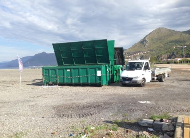 isola dino fondali pulizia container