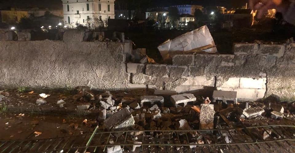 scalea maltempo muro crollato