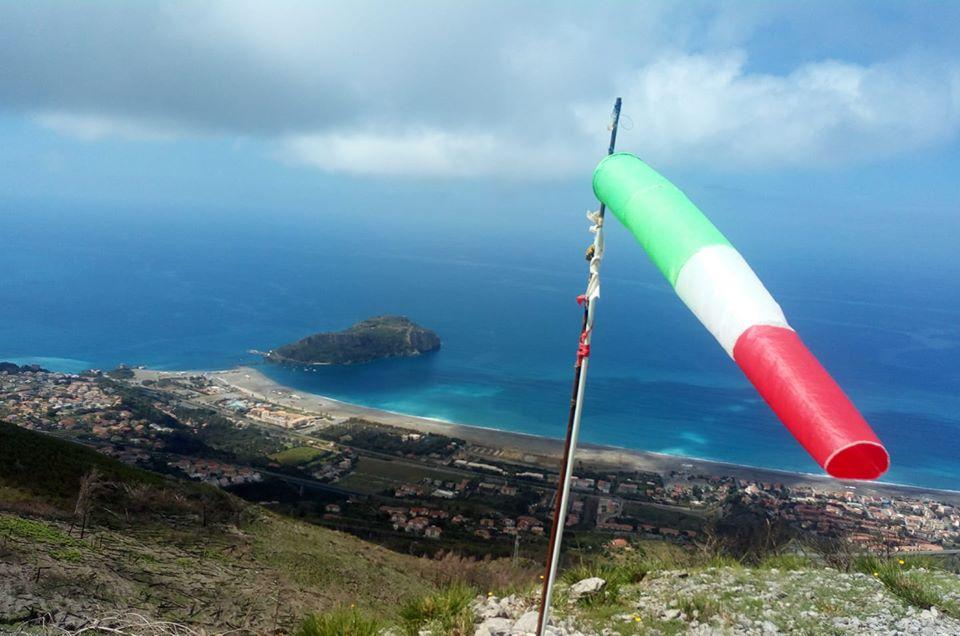 praia mare isola dino bandiera