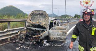 lagonegro auto in fiamme autostrada vigili fuoco